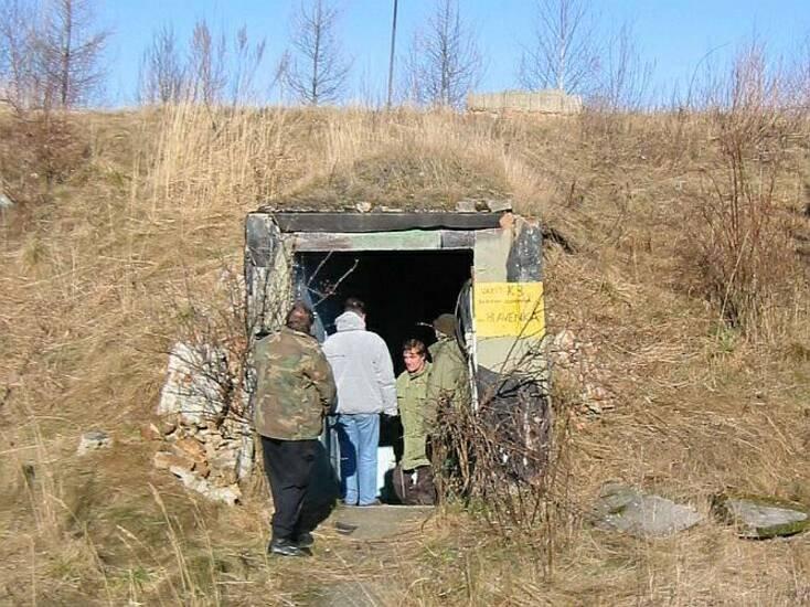 Zkoumáme i velitelský bunkr uprostřed oddílu (za uzamčení objektu rotm. Hlavenka)