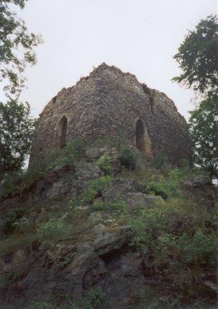 Věž hradu Březina (tzv. donjon) - přední trakt