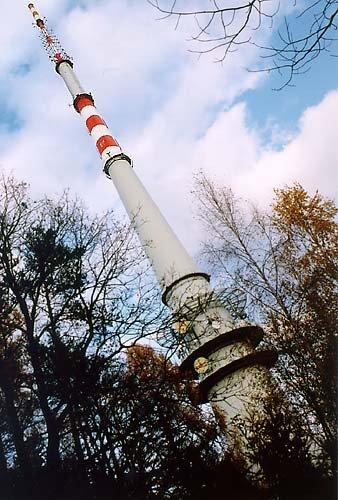 190 m vysoká věž vysílače