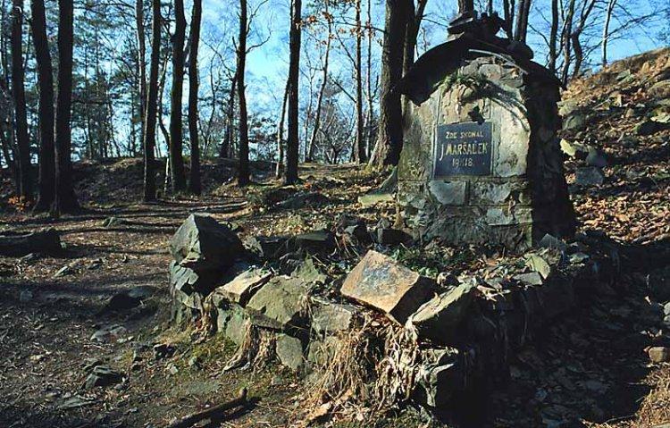 pomníček nad Jezírkem