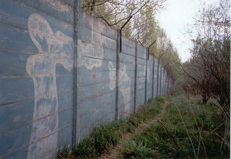 Nekonečná zeď, aneb brdské graffity