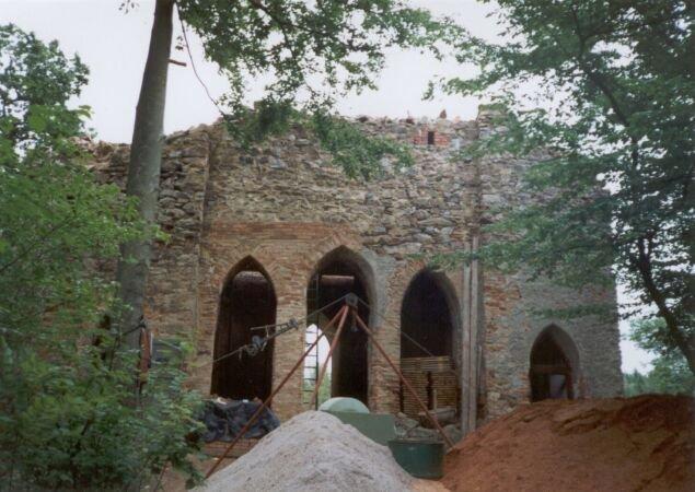 Věž hradu Březina (tzv. donjon) - zadní trakt