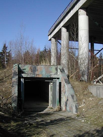 bunkr pod plošinou