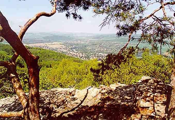 Hvíždinec - pohled do údolí Berounky