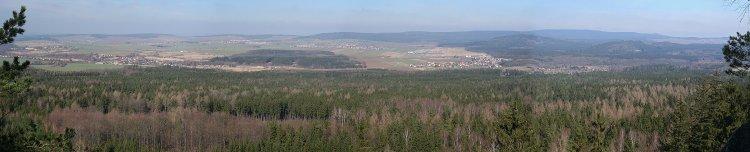 Panoramatický výhled ze skalních teras Žďáru