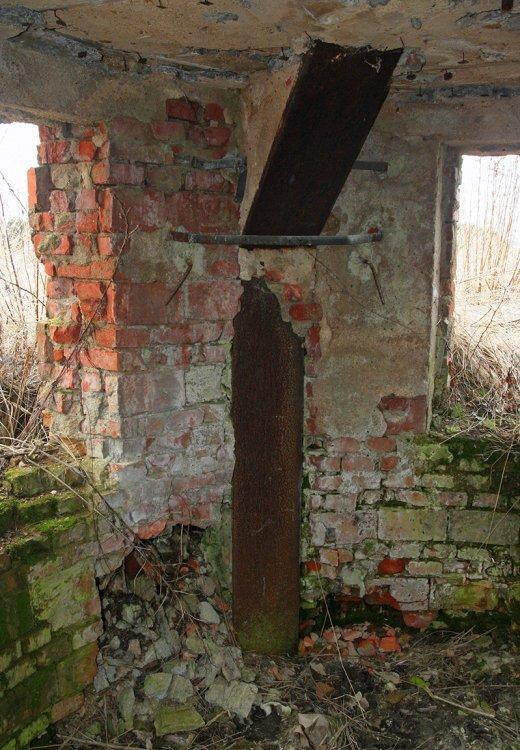 Interiér s ocelovými výztuhami