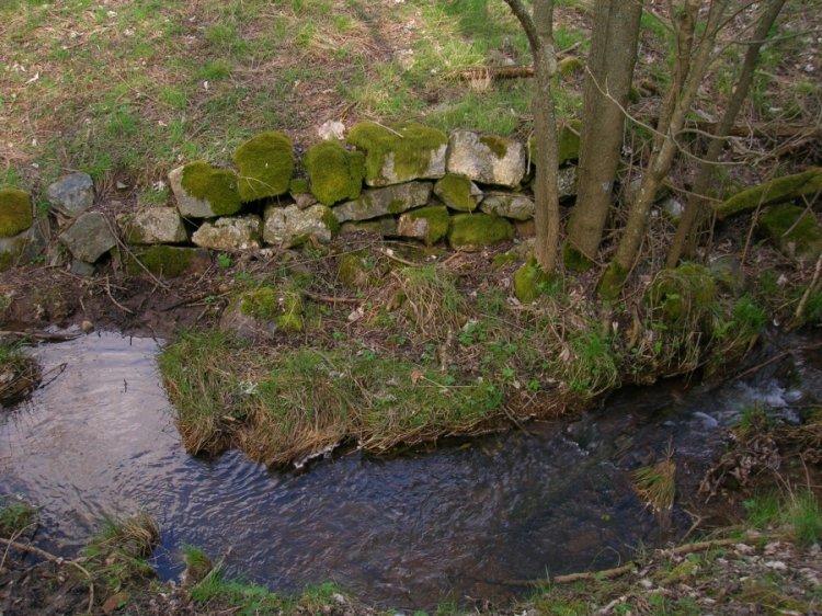 potůček pod rybníčkem