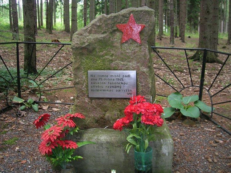 pomník rudoarmějci pod Plešivcem