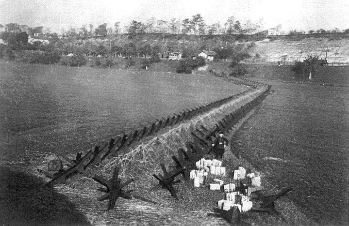 těžká protitanková překážka (zdroj: www.bunkry.cz, 1938 / archiv J. Janáčka)