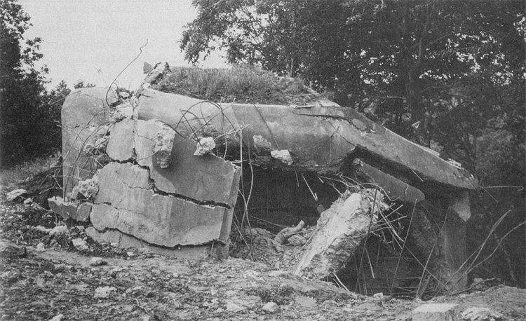 Odstřelená pevnůstka č.34 (A-160z) v úseku B-7 (1939 / archiv A. Crhy)