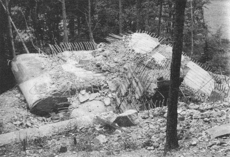 Stavebně zajímavý objekt č. 40 (A-160z) v úseku B-8 (1942 / foto J. Krupka)