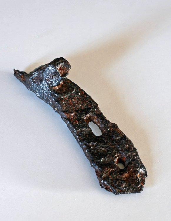 Úlomek koňské podkovy po očištění půlcentimetrové zoxidovné vrstvy