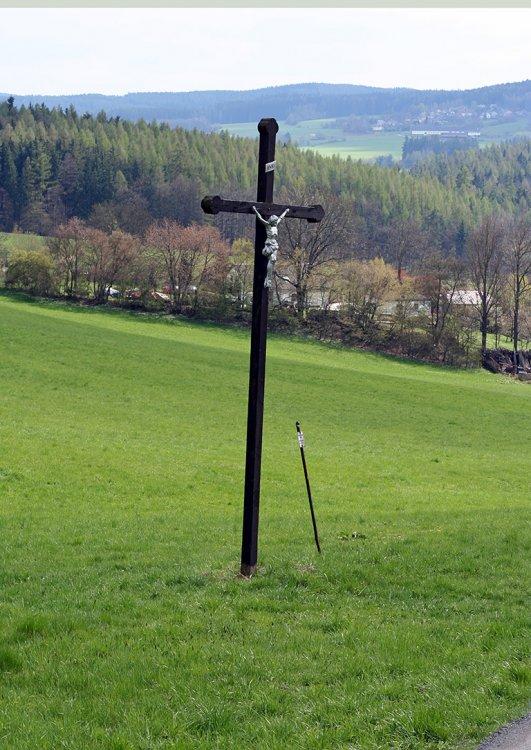 Kříž mezi Mrtníkem a Hvozdcem