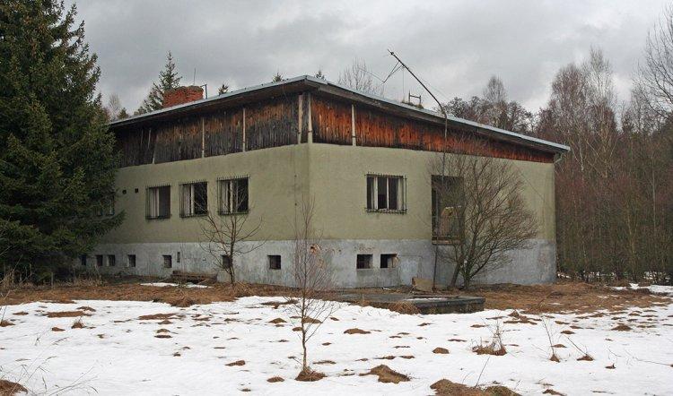 Budova od západu
